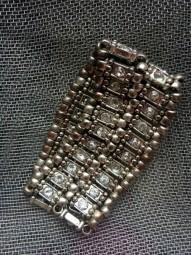 Mehrreihiges Armband mit Strasssteinen