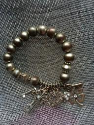 Armband aus Metallperlen - elastisch