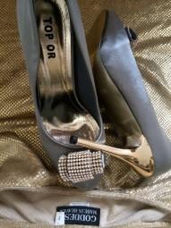 Stilettos mit Strassornament